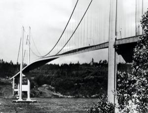 Tacoma Narrows Bridge, bijgenaamd Galloping Gertie, trilt hevig ten gevolge van de wind. (Bron: New Scientist)
